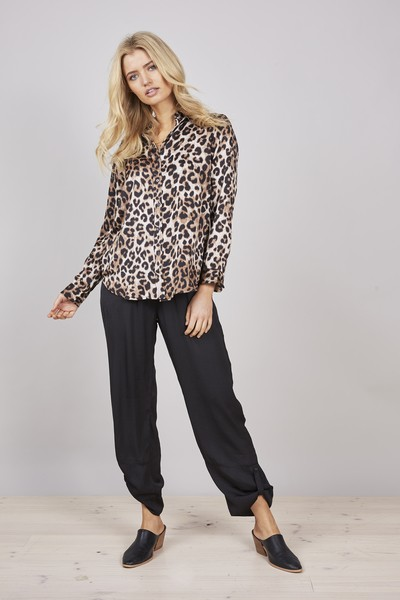 Buy Brave and True Leopard Fernweh Shirt
